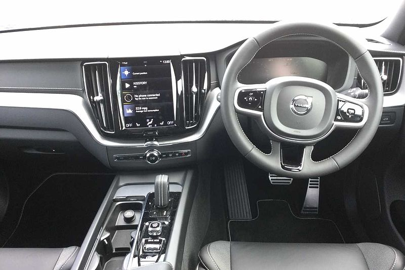 Volvo XC60 II B5 AWD (Diesel) R-Design Pro Automatic (SAT NAV, REAR CAMERA, HEATED FRONT & REAR SEATS, HEAD UP DISPLAY)